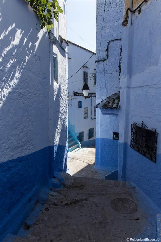 Blaue Stadt Chefchaouen mit Sonne