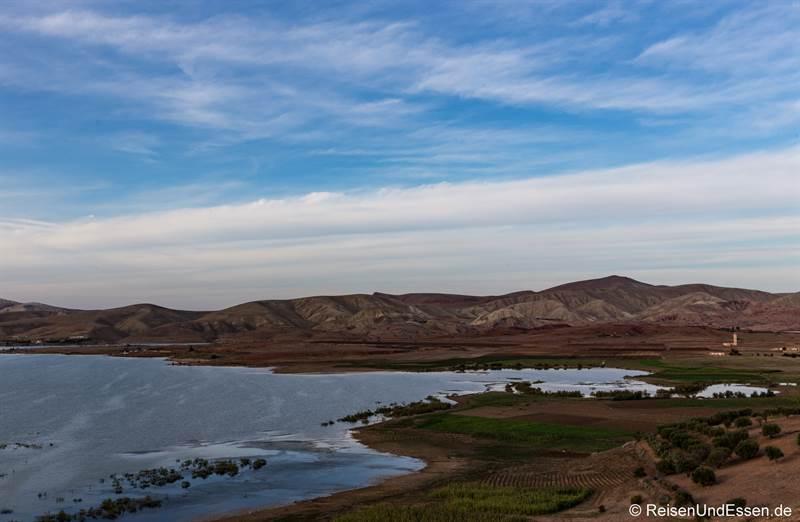 Landschaft bei der Fahrt nach Fes