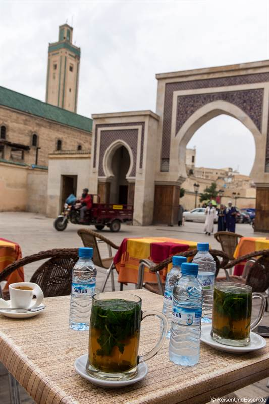 Tee am Stadttor Rcif in die Medina