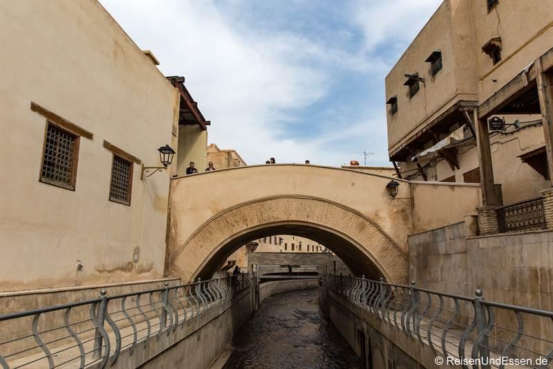Fluss Oued Bou Khrareb in der Altstadt