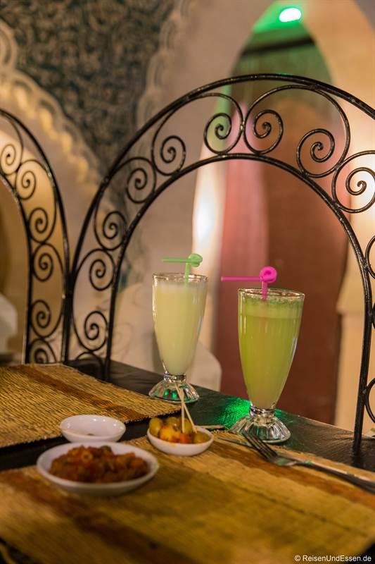 Drinks im Restaurant Jawharat am blauen Tor