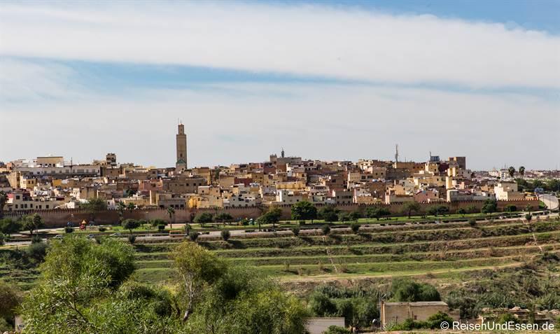 Blick auf Meknes und die Stadtmauer