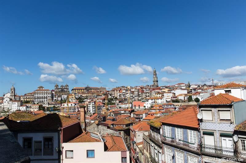 Blick von der Kathedrale auf Porto