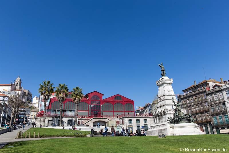 Blick auf die Markthalle Ferreira Borges