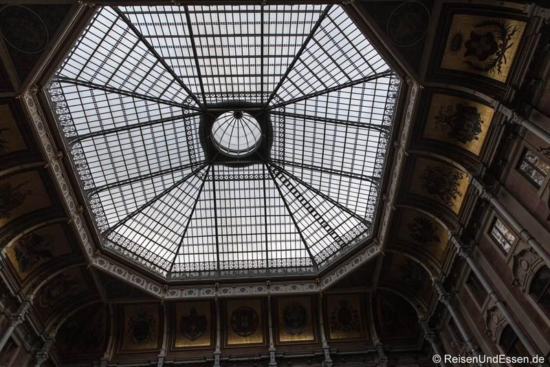 Decke im Palácio da Bolsa