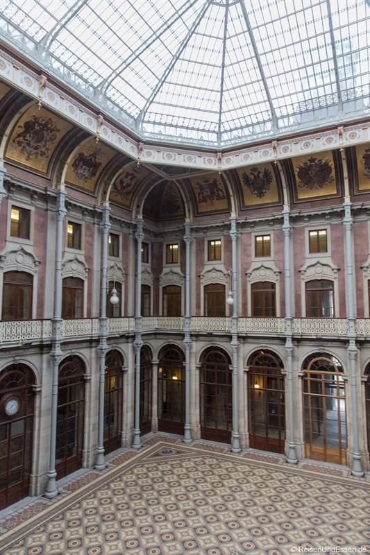 Blick auf die Halle im Palácio da Bolsa