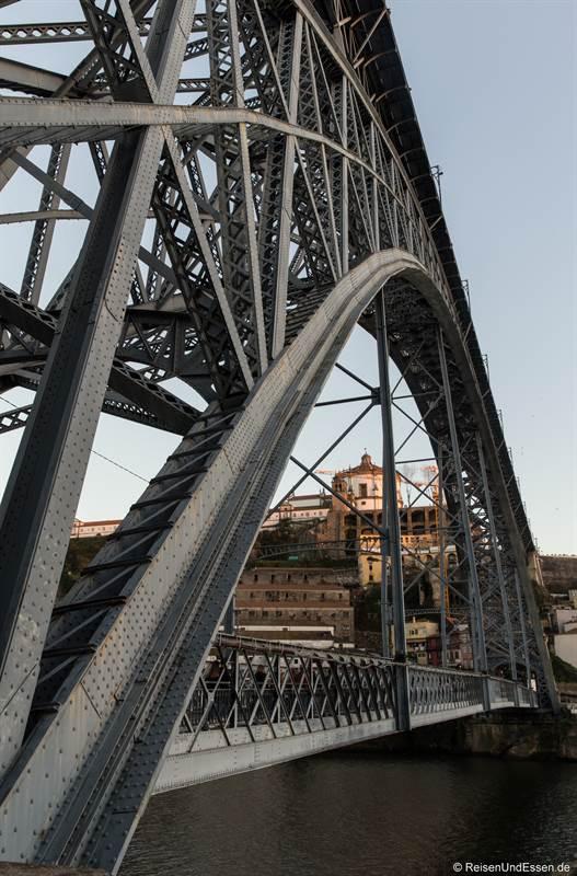 Stahlkonstruktion der Ponte Luis I in Porto