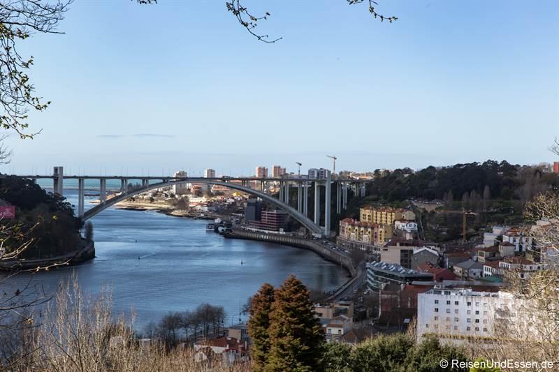 Blick auf die Ponte da Arrabida und Foz do Douro