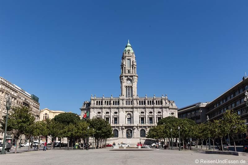 Rathaus an der Av. dos Aliados - Sehenswürdigkeiten in Porto
