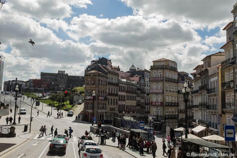 Platz vor dem Bahnhof Sao Bento in Porto