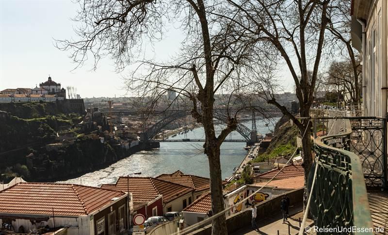 Blick von der Ferienwohnung auf Ponte Luis und Douro