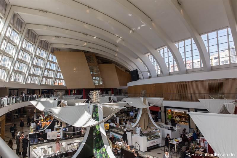 Blick in den Mercado Bom Sucesso in Porto