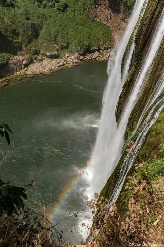 Regenbogen am Huangguoshu-Wasserfall in Guizhou