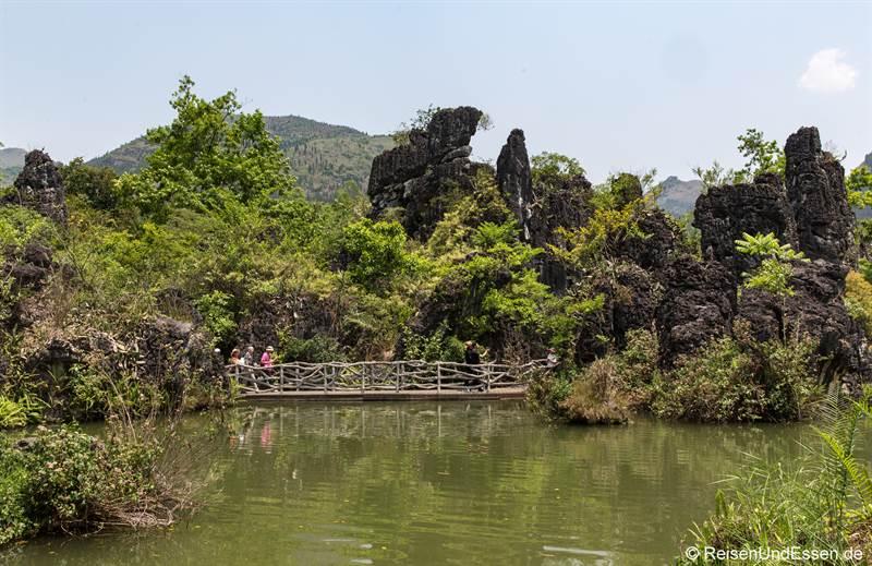 Steinberge beim Huangguoshu Wasserfall