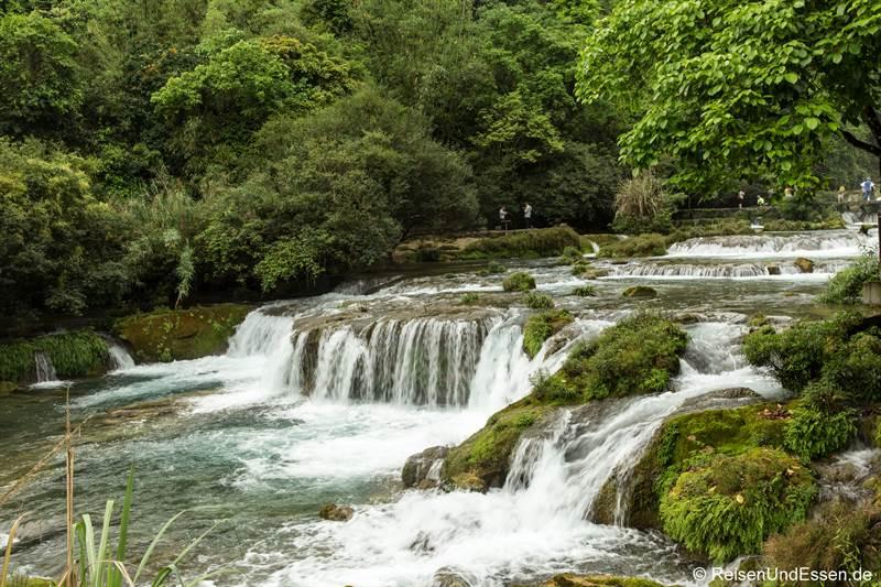 68-Stufen-Wasserfall im Naturpark Xiaoqikong in Libo
