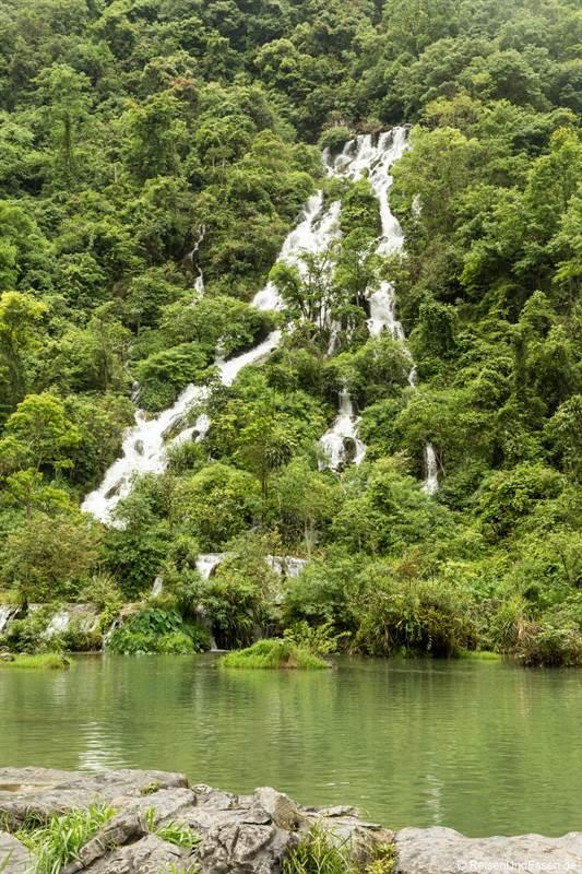 Cuigu-Wasserfall im Nationalpark Xiaoqikong in Libo