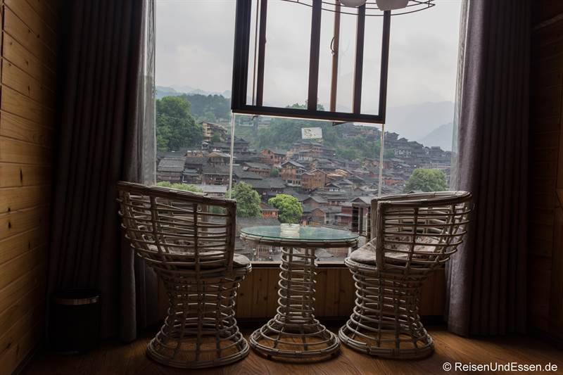 Hotel mit Aussicht auf Miao-Holzhäuser in Xijiang