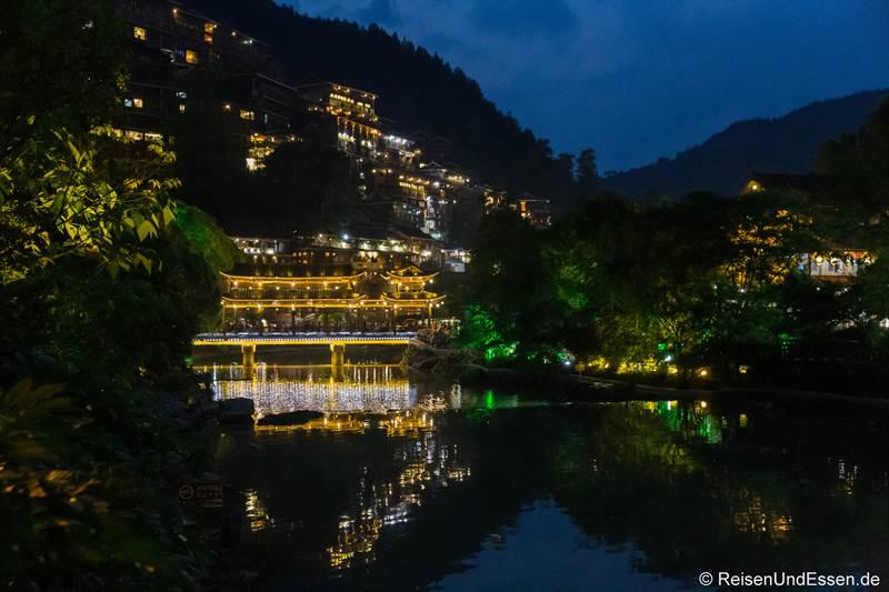 Xijiang bei Nacht
