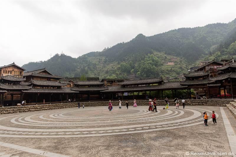 Dorfplatz der Miao in Xijiang