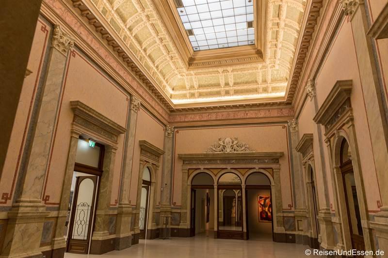 Eingangshalle im Arnulf Rainer Museum in Baden bei Wien