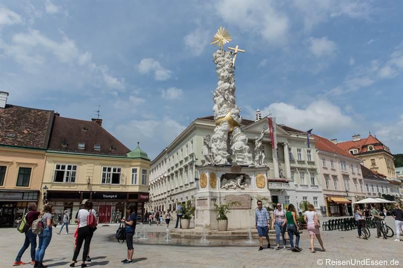 Hauptplatz in Baden bei Wien mit Pestsäule
