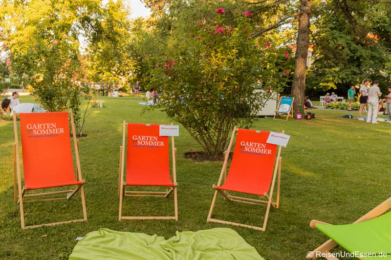 Liegestühle für den Picknick im Doblhoffpark