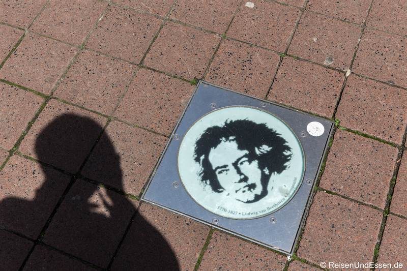 Beethovenportrait in der Gasse beim Beethovenhaus