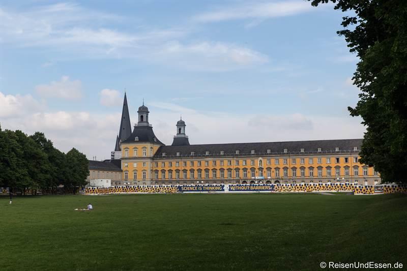 Kurfürstlichen Schloss und Hofgarten in Bonn