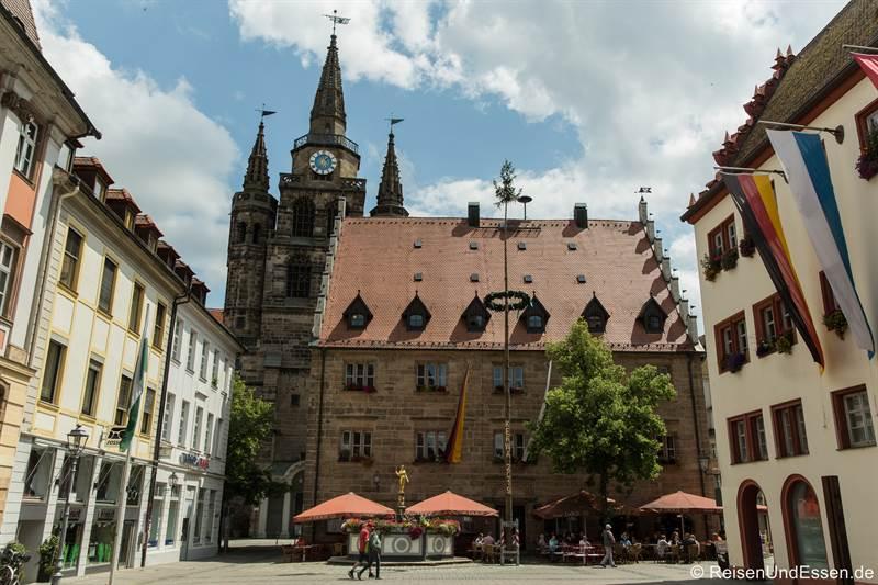 Martin-Luther-Platz mit Kirche St. Gumbertus