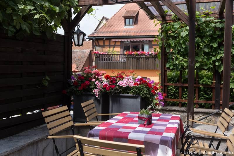 Rosengarten im Hotel BurgGartenpalais in Rothenburg ob der Tauber