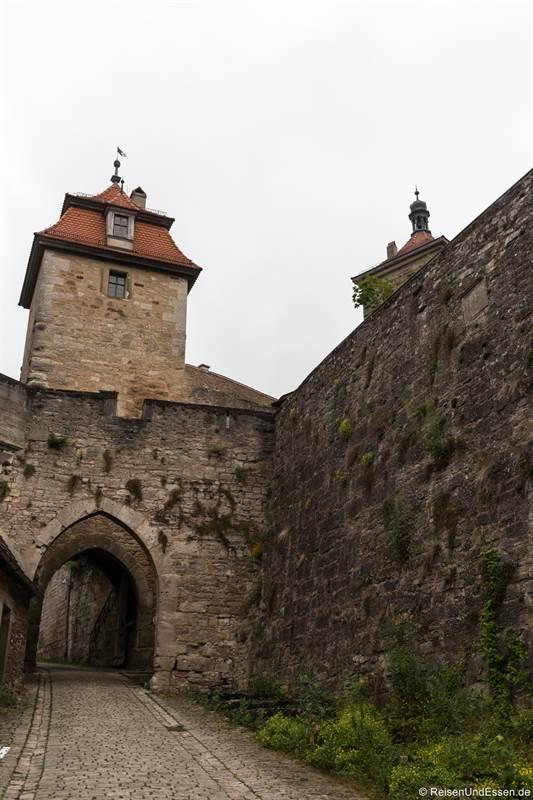 Kobolzeller Tor und Stadtmauer in Rothenburg ob der Tauber
