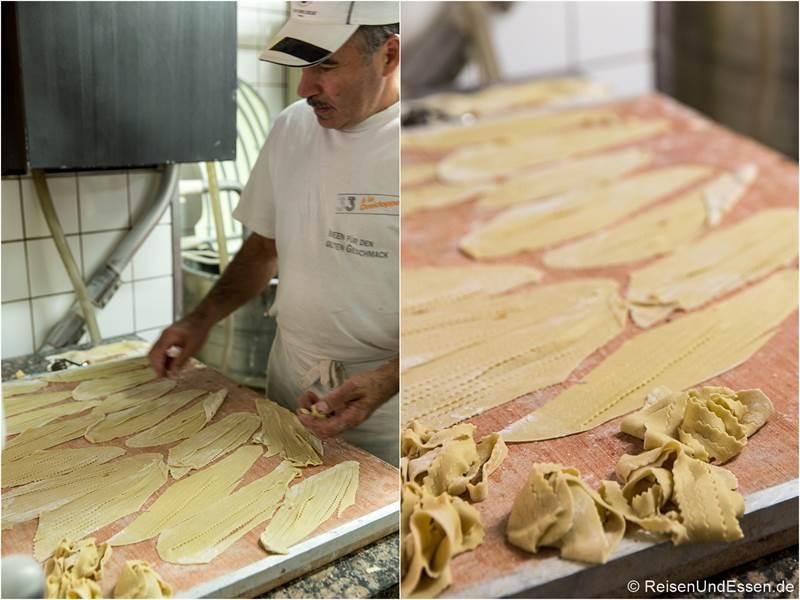 Herstellung von Schneeballen in der Bäckerei Striffler - Tipps für Rothenburg