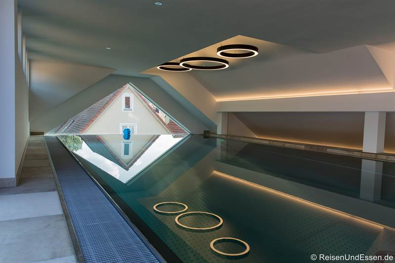 Pool im SPA-Haus in der Gams