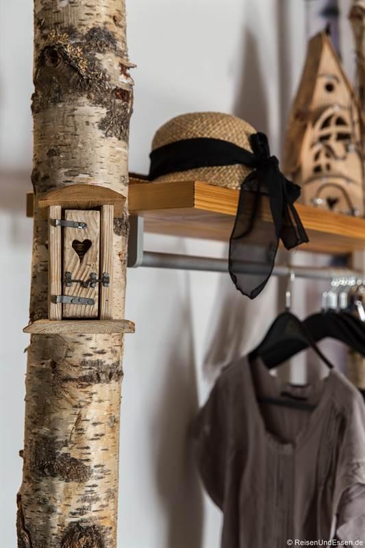 Garderobe im Zimmer Wald in der Schmiede7 in Beilngries