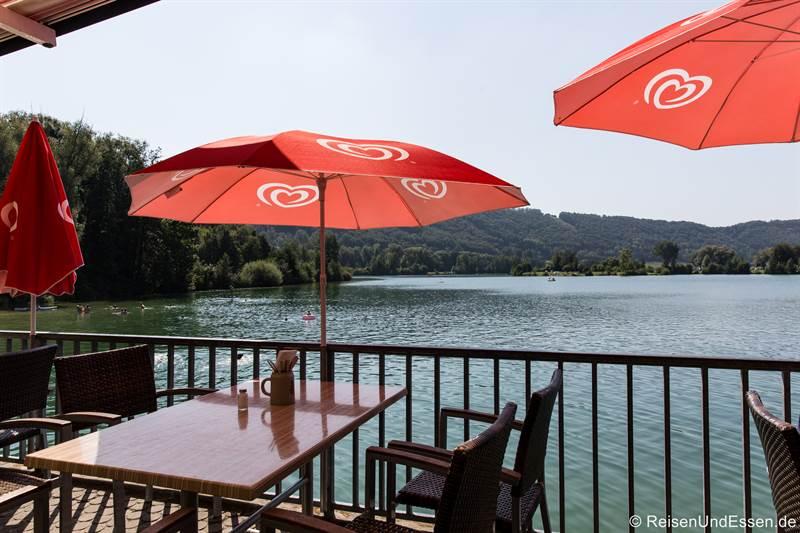 Restaurant Kratzmühle mit Blick auf den See