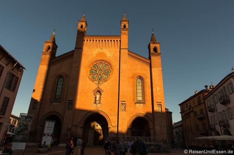 Kathedrale San Lorenzo in Alba im Piemont