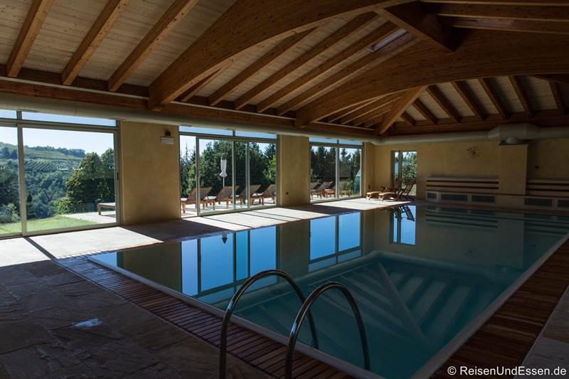 Schwimmbad im Relais Montemario bei Alba im Piemont