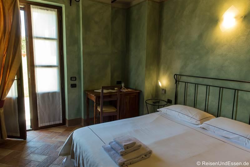 Zimmer im Relais Montemario bei Alba im Piemont
