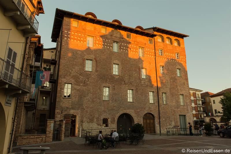 Torre Astesiano in Alba im Piemont