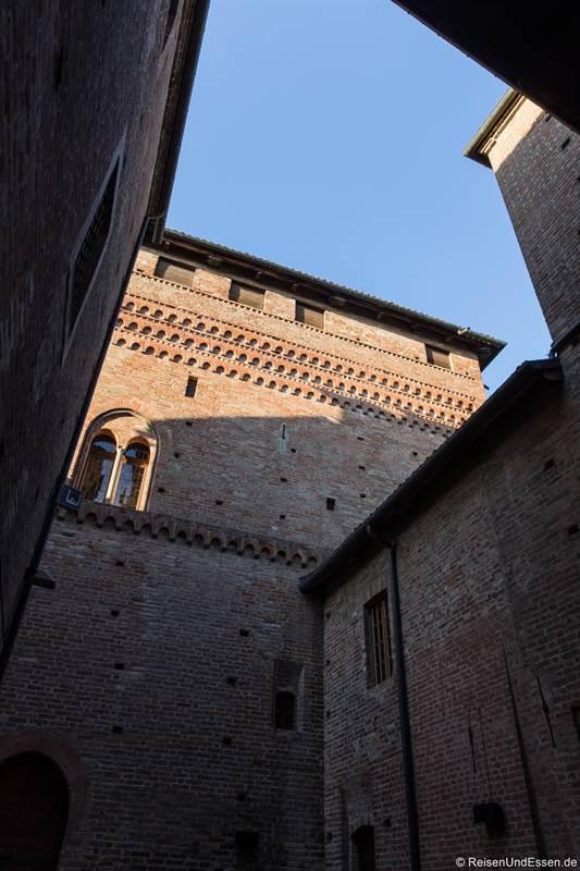 Innenhof vom Castell Cavour in Langhe