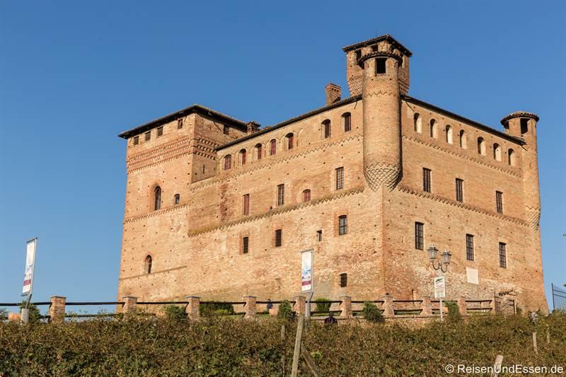 Castell Cavour in Langhe im Piemont
