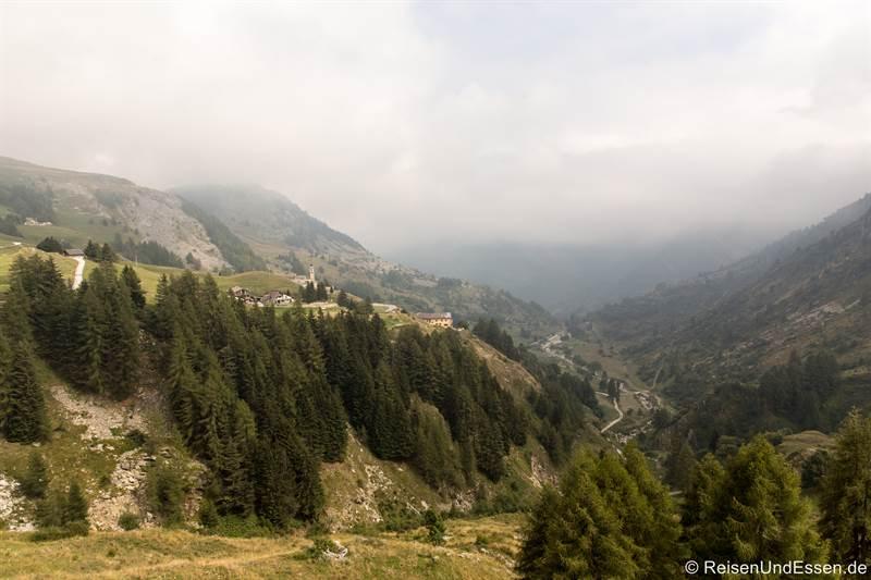 Blick auf Chiappi von der Strasse zum Colle Fauniera