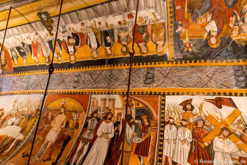 Deckengemälde in der Kirche Santurio Magno
