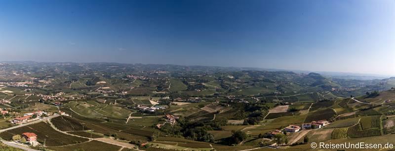 Panorama vom Anbaugebiet von Barolo in Langhe