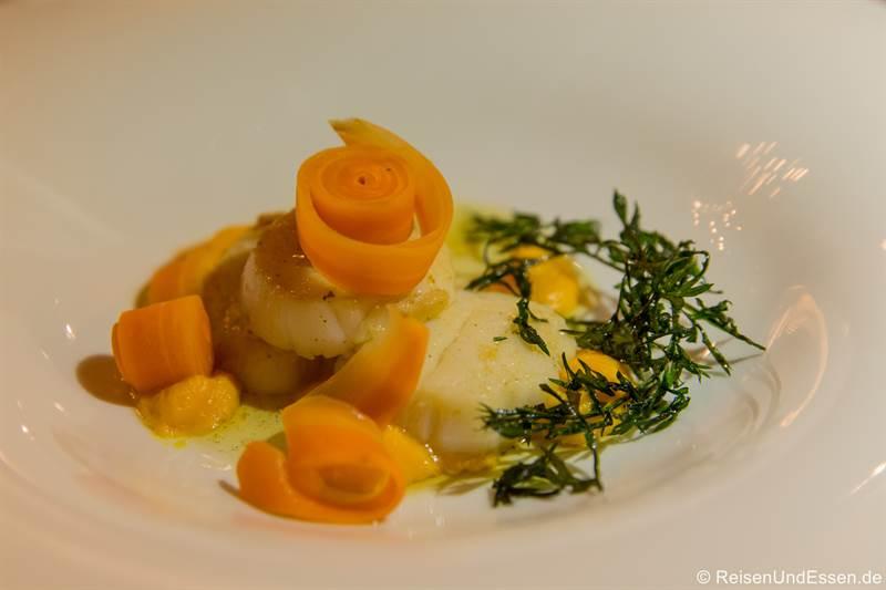 Jakobsmuschel beim Dinner im Restaurant Esszimmer in Regensburg