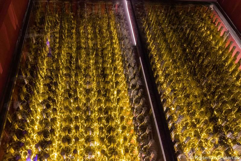 Boden aus Weinflaschen in Römmerts Weinwelt