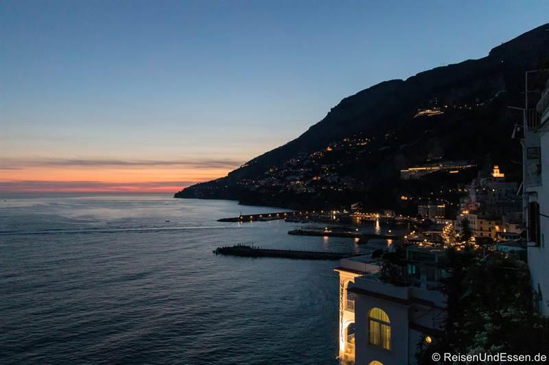 Blaue Stunde in Amalfi (unser Blick von der Ferienwohnung)