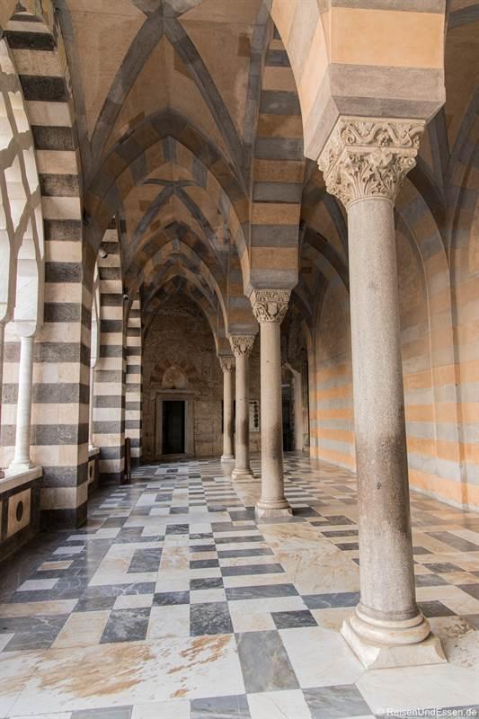 Säulen beim Dom in Amalfi