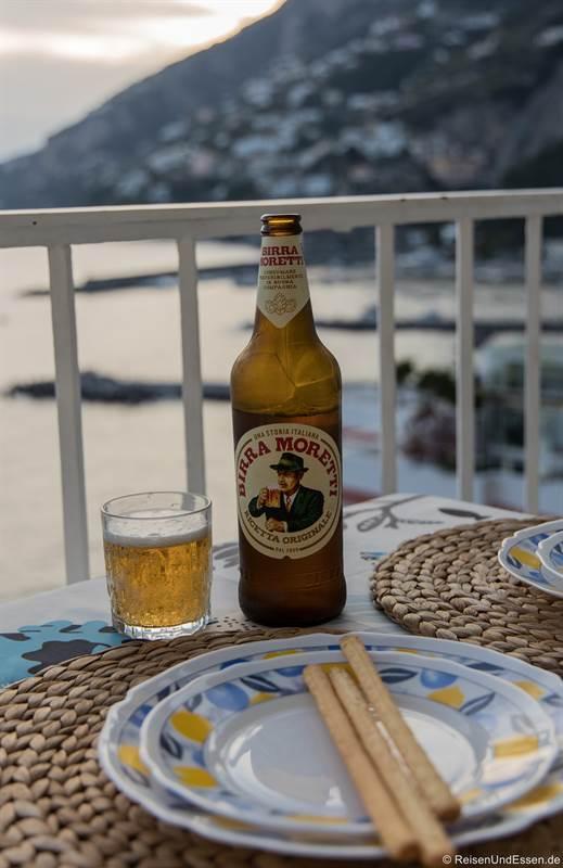 Bier auf dem Balkon in der Ferienwohnung in Amalfi