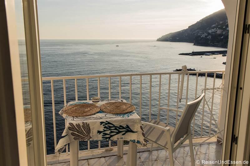 Blick von der Ferienwohnung in Amalfi auf das Meer und die Küste